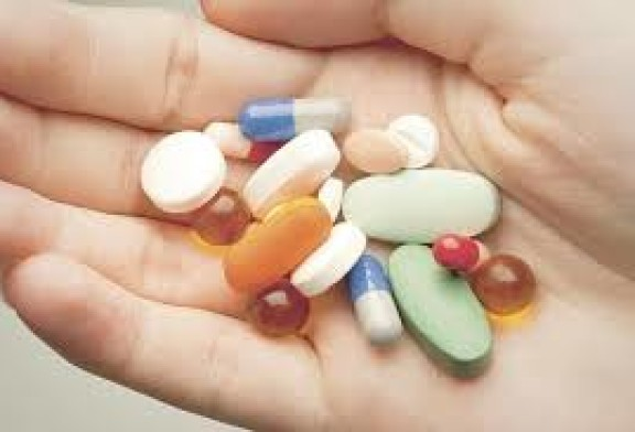 Consumo de medicamentos según clase social y tipo de aseguramiento (EESE)