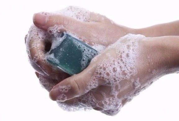 La Anmat prohibió los jabones y aerosoles antibacteriales
