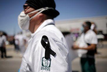 Casi 100 trabajadores de la salud murieron de COVID-19 en una semana