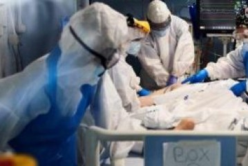 Los sanitarios en primera línea y con EPI tienen un riesgo tres veces mayor de contagio de coronavirus que la población